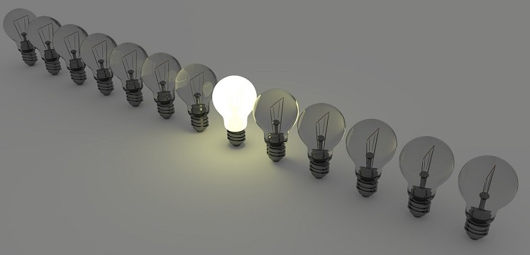 light-bulbs-1125016_1280-747x360